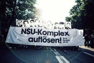 Die Demonstration ist durchgehend sehr lautstark. Wut und Trauer zu Widerstand!