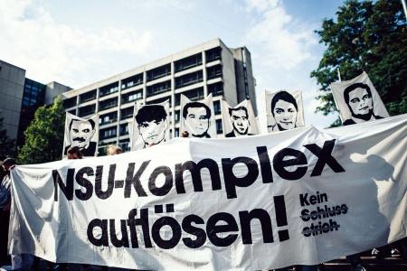 Los geht es am Gericht in der Nymphenburgerstraße, wo über 5 Jahre der NSU-Prozess lief.